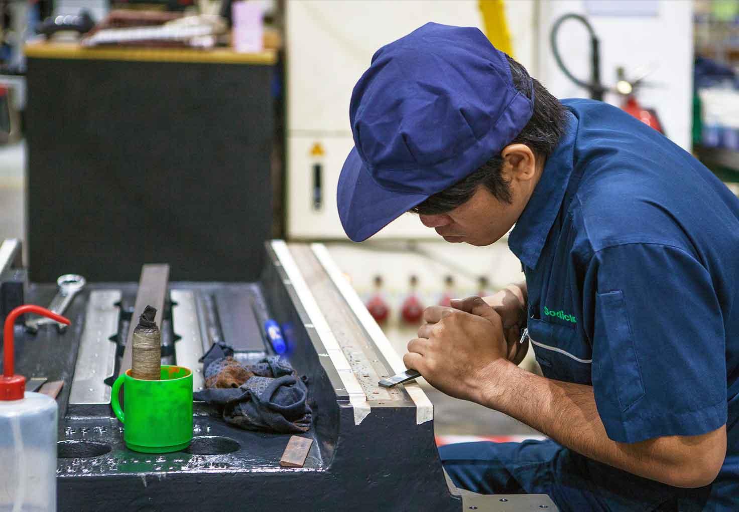 шабровщик на заводе Sodick