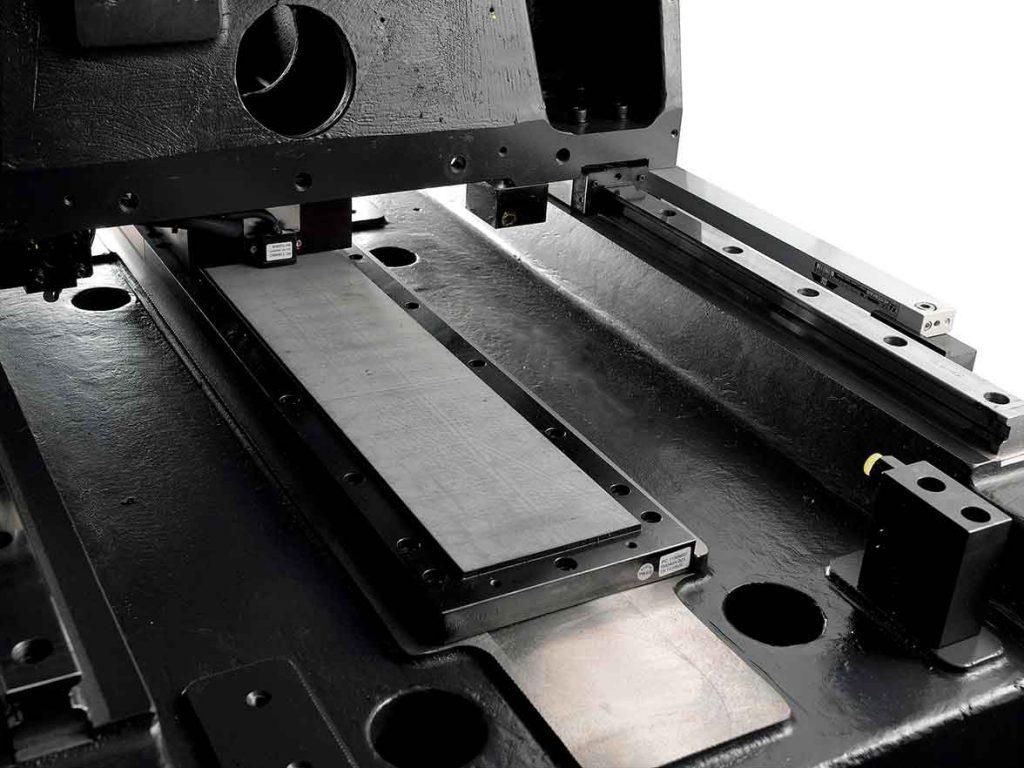 планарный линейный двигатель Sodick в электроэрозионном станке