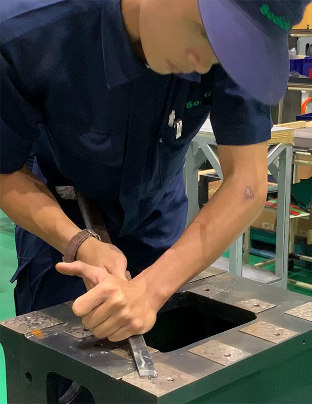 ручное шабрение на заводе Sodick