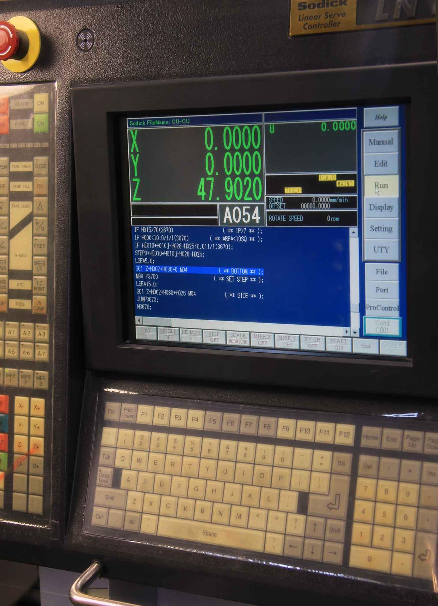 дисплей электроэрозионного станка-ветерана Sodick AM3L